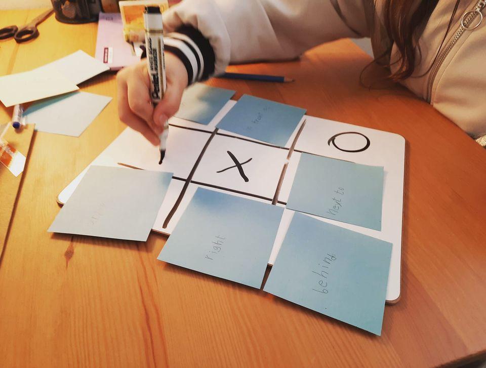 איך ללמוד מילים חדשות באנגלית באמצעות משחק איקס עיגול